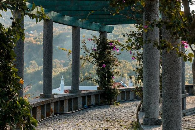 Uitzicht op de tuin van het dorp monchique