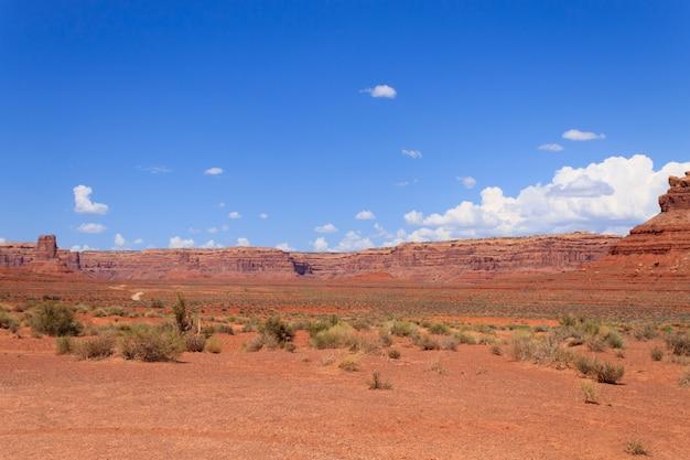 Uitzicht op de valley of the gods vanuit utah, vs.