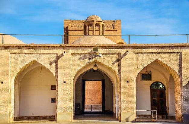 Uitzicht op de vrijdagmoskee van yazd - iran