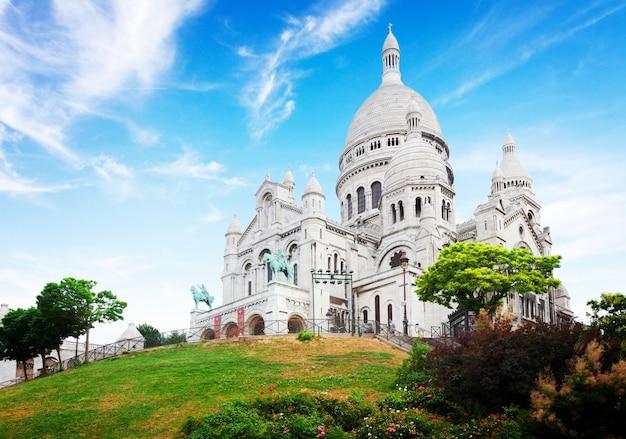 Uitzicht op de wereldberoemde sacre coeur-kerk, parijs, frankrijk, retro toned