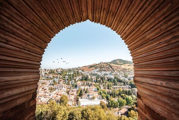 Uitzicht op de wijk albaicin in granada