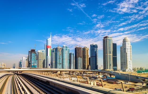 Uitzicht op de wijk jumeirah lake towers in dubai, verenigde arabische emiraten