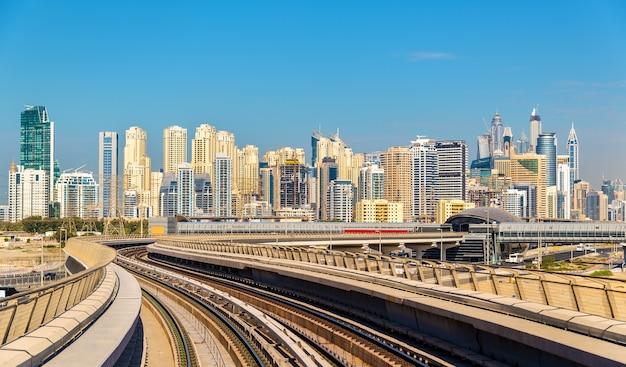 Uitzicht op de wijken dubai marina en jumeirah, verenigde arabische emiraten