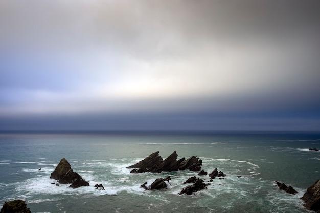 Uitzicht op de zee vanuit coitelo gezichtspunt, loiba, galicië, spanje