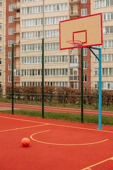 Uitzicht op een basketbalveld