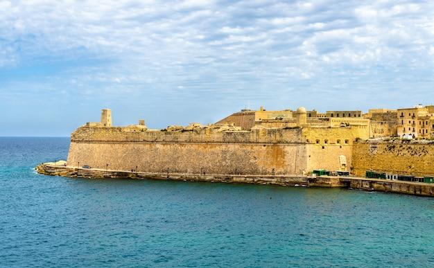 Uitzicht op fort saint elmo in valletta, malta