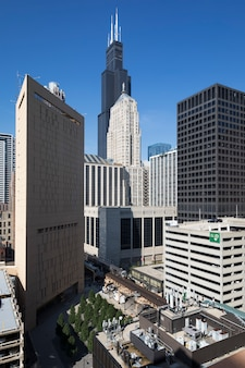 Uitzicht op gebouwen en wolkenkrabber in chicago