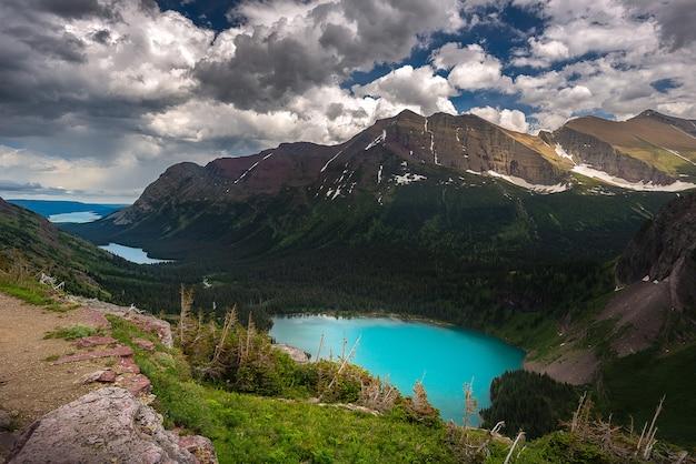 Uitzicht op grinnell lake en de anderen van over het hoofd gezien