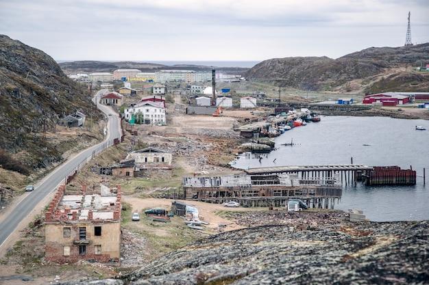 Uitzicht op het arctische dorp