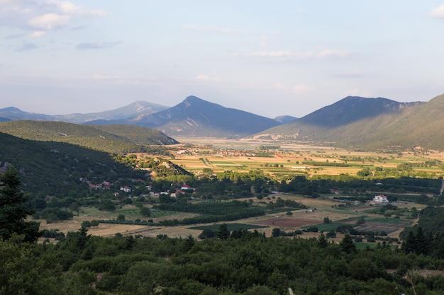 Uitzicht op het berggebied van griekenland, thessalië