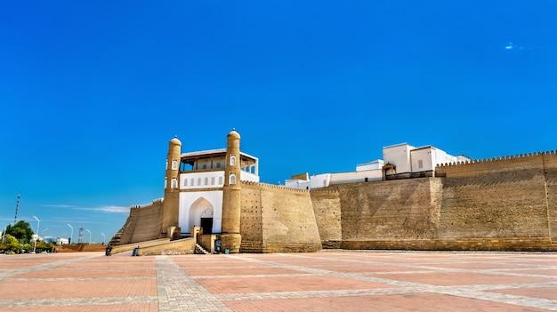 Uitzicht op het fort van de ark in bukhara. unesco-erfgoed in oezbekistan