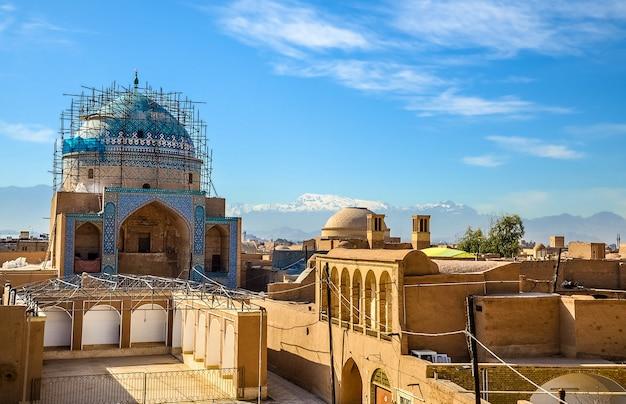 Uitzicht op het historische centrum van yazd - iran