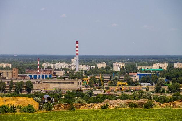 Uitzicht op het industriële district in de stad krementsjoeg, oekraïne