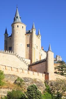 Uitzicht op het kasteel van segovia (alcazar), spanje