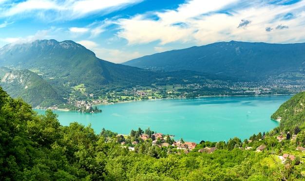 Uitzicht op het meer van annecy