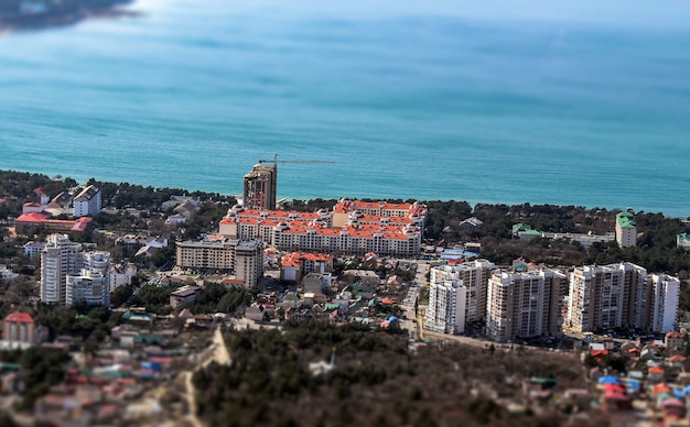 Uitzicht op het miniatuurgebouw en de zee