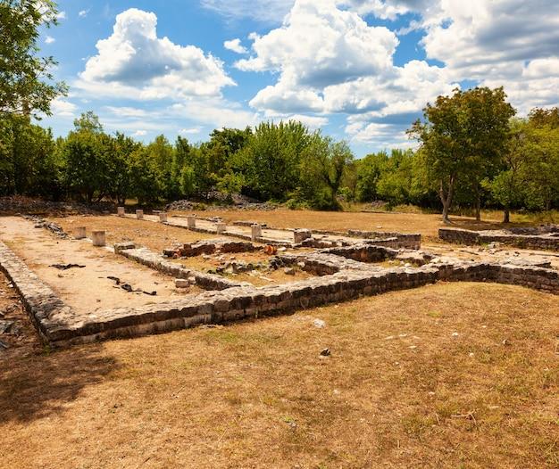 Uitzicht op het oude romeinse fulfinum-forum genaamd municipium flavium fulfinum in kroatië