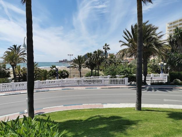 Uitzicht op het prachtige strand in benalmadena in spanje.