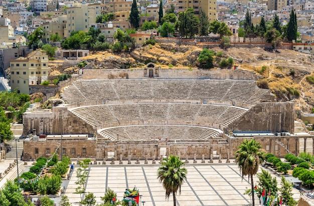 Uitzicht op het romeinse theater in amman - jordanië