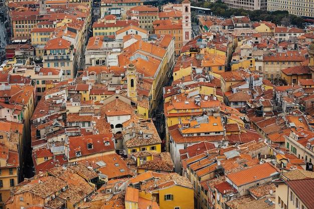 Uitzicht op het stadsbeeld van nice op de oude binnenstad van nice.