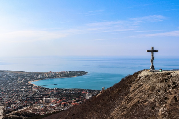 Uitzicht op het stadscentrum en de baai van de bergen