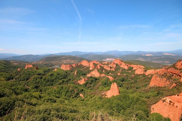 Uitzicht op las medulas, antieke goudmijn in de provincie leon, spanje.