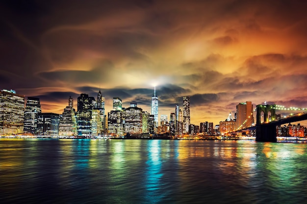 Uitzicht op manhattan bij zonsondergang, new york city.