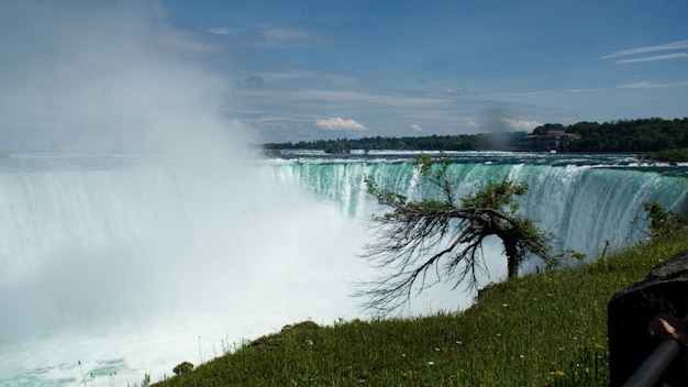Uitzicht op niagara fall in summer dag van canadese kant