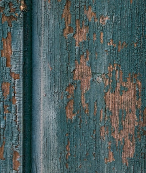 Uitzicht op oude bekraste deur