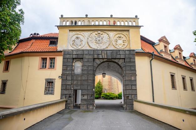 Uitzicht op podebrady castle vanaf de binnenplaats, tsjechië