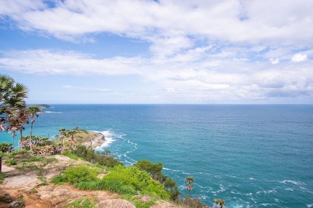 Uitzicht op prachtige zee vanaf de kust