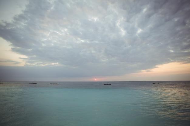 Uitzicht op prachtige zee