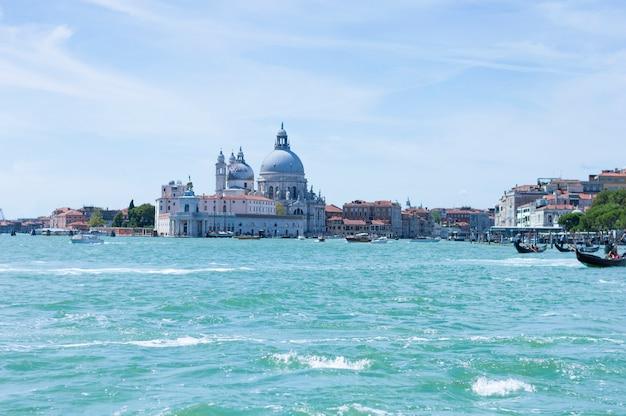 Uitzicht op santa maria della salute. italië, venetië. concept voor reizen, toerisme en vrije tijd.