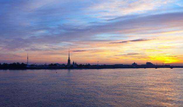 Uitzicht op st. petersburg in de ochtend