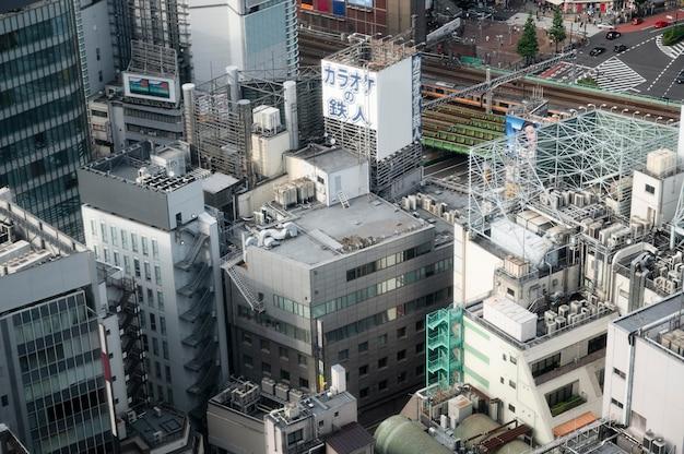 Uitzicht op stadsgebouwen onder hoge hoek