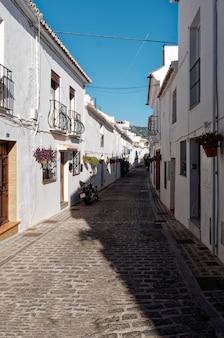 Uitzicht op straten van mijas village, spanje