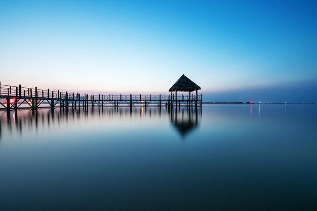 Uitzicht op surabaya beach, indonesië