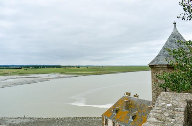 Uitzicht van binnenuit in een van de torens van de mont saint michel
