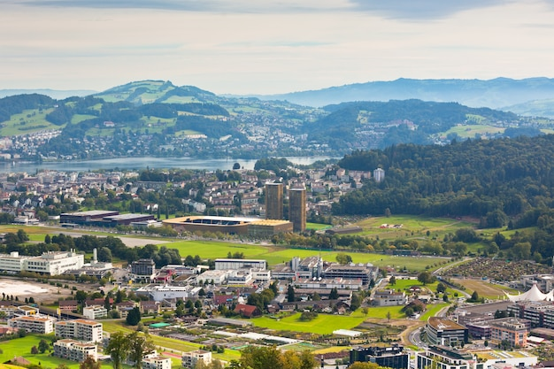 Uitzicht vanaf de bergen naar de stad luzern, zwitserland