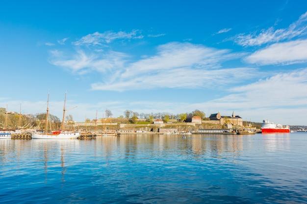 Uitzicht vanaf de haven in oslo, noorwegen