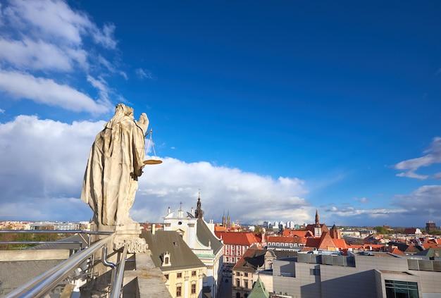 Uitzicht vanaf de wiskundige toren aan de universiteit van wroclaw