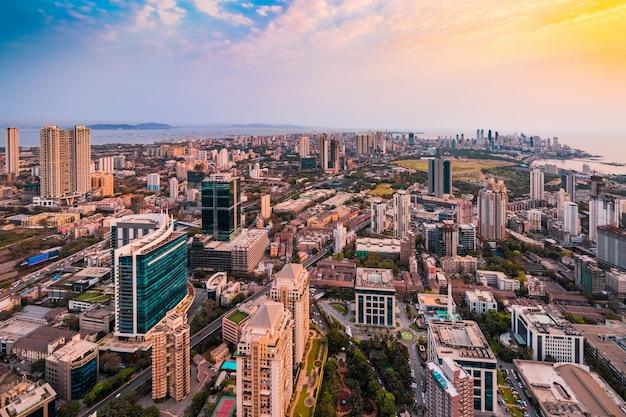 Uitzicht vanaf een wolkenkrabber in het centrum van mumbai