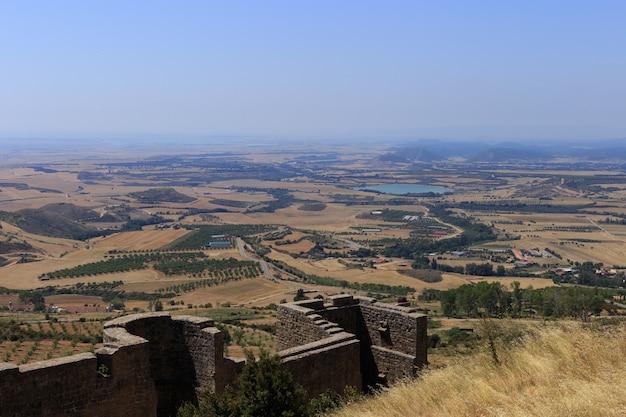 Uitzicht vanaf het kasteel van loarre, huesca, spanje.