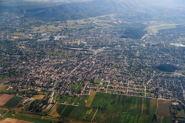 Uitzicht vanaf het vliegtuig naar boedapest, hongarije