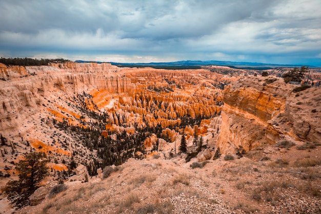 Uitzicht vanaf inspiration point in bryce national park. utah, verenigde staten
