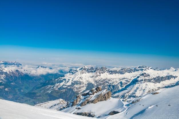 Uitzicht vanaf mt. titlis in de zwitserse alpen
