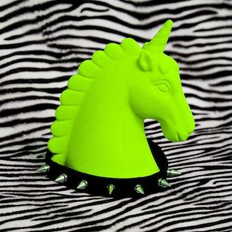 Unicorn acid en swag accessoires choker. minimaal modeconcept