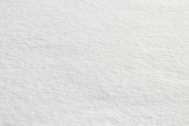 Uniform sneeuwdek. sneeuwtextuur op een vlak stuk land