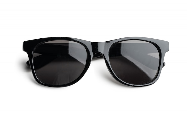Unisex donkere zonnebril die op witte achtergrond wordt geïsoleerd