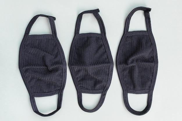 Unisex herbruikbare mondkapjes van zwart katoen volgens het covid second wave concept